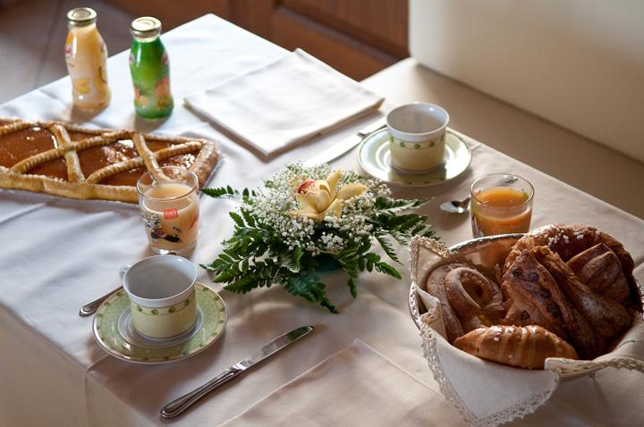 43_La-colazione-mediterranea,-un-particolare_Agriturismo-Le-Rondini-di-Francesco-di-Assisi_web-720